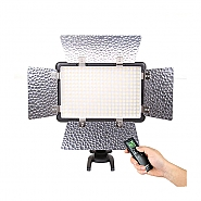 Godox LED 308C II met barndoors