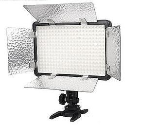 Godox LED 308W II met barndoors